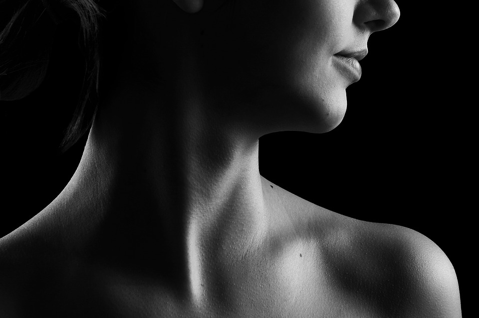 Picture of a woman's neck.